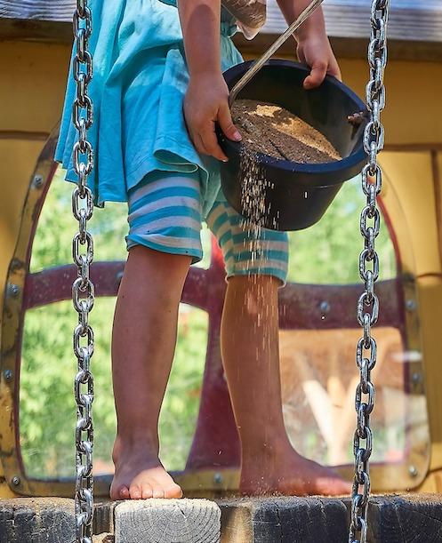 Die Spielfähigkeit bei Kindern wird in der Ergotherapie für Kinder schrittweise angebahnt.